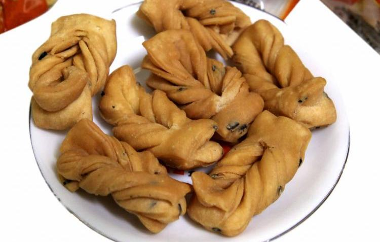 Beijing specialties crisp fried dough twist