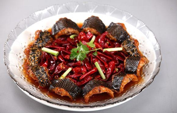 Guangzhou traditional dishes of braised dragon phoenix