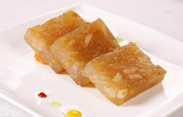 Guangzhou features snack chestnut cake