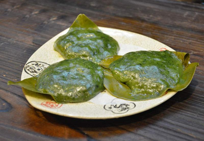 Guilin Gongcheng County gourmet grapefruit leaf cake