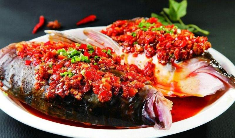 Changsha traditional dishes Chop bell pepper fish head