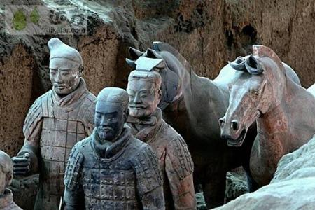 Qin Terracotta Warriors visit the tourist Raiders